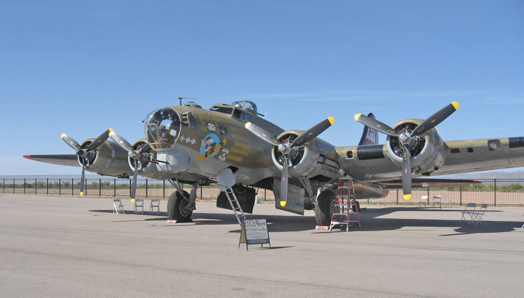 Boeing B-17 Nine-O-Nine - By Tascam3438 - Own work, CC BY-SA 3.0, https://commons.wikimedia.org/w/index.php?curid=26339493
